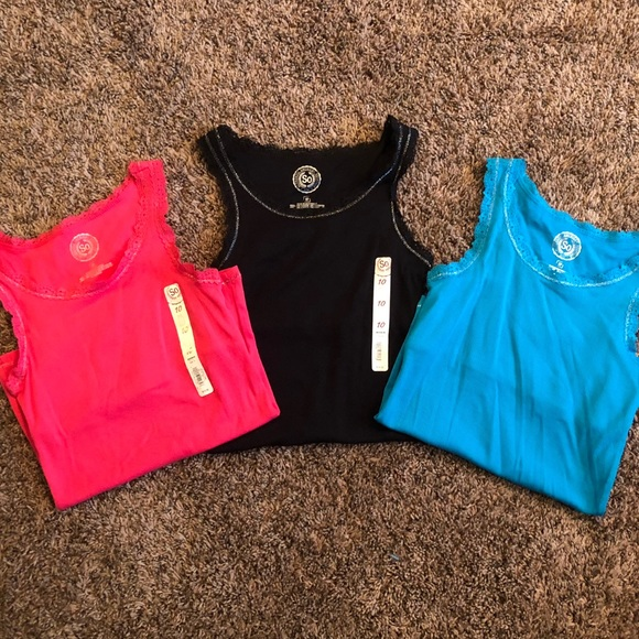2ae87a3a282c36 New Girls 10 SO Tank Tops Set Of 3 Bundle